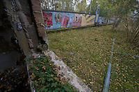 Ehemalige Militaerstadt der sowjetischen Armee in Ostdeutschland. Das gesamte Gelaende, auf dem bis zu 15.000 Menschen in einer abgeschiedenen Kleinstadt lebten wird renaturiert.<br /> Hier: Bilck aus einem verfallenen Kasernengebaeude auf ein Wandrelief mit sow. Propaganda-Darstellungen.<br /> 20.10.2013<br /> Copyright: Christian-Ditsch.de<br /> [Inhaltsveraendernde Manipulation des Fotos nur nach ausdruecklicher Genehmigung des Fotografen. Vereinbarungen ueber Abtretung von Persoenlichkeitsrechten/Model Release der abgebildeten Person/Personen liegen nicht vor. NO MODEL RELEASE! Don't publish without copyright Christian-Ditsch.de, Veroeffentlichung nur mit Fotografennennung, sowie gegen Honorar, MwSt. und Beleg. Konto: I N G - D i B a, IBAN DE58500105175400192269, BIC INGDDEFFXXX, Kontakt: post@christian-ditsch.de<br /> Urhebervermerk wird gemaess Paragraph 13 UHG verlangt.]