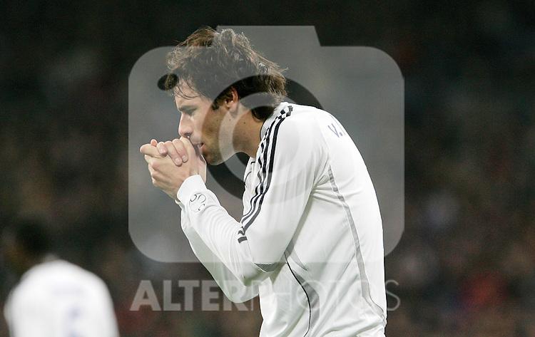 Real Madrid's Ruud van Nistelrooy reacts during Spain's La Liga match at Santiago Bernabeu stadium in Madrid, Sunday February 04, 2007. (ALTERPHOTOS/Alvaro Hernandez).