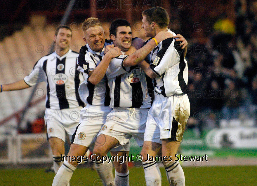 23/01/2005  Copyright Pic : James Stewart.File Name : jspa11_st mirren v airdrie.STUART KEAN CELEBRATES AFTER HE SCORES ST MIRREN'S WINNER....Payments to :.James Stewart Photo Agency 19 Carronlea Drive, Falkirk. FK2 8DN      Vat Reg No. 607 6932 25.Office     : +44 (0)1324 570906     .Mobile   : +44 (0)7721 416997.Fax         : +44 (0)1324 570906.E-mail  :  jim@jspa.co.uk.If you require further information then contact Jim Stewart on any of the numbers above.........A
