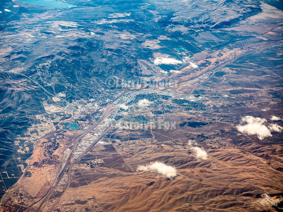 Elko and the Humboldt River, America's Flyover country: Chicago Midway (MDW) to Sacramento International (SMF). A window seat view in autumn
