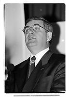 Jacques Duchesneau<br /> lors des elections municipales de 1998<br /> (date exacte inconnnue)<br /> <br /> PHOTO :  Agence Quebec Presse
