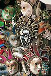 Italy, Veneto, Province Capital Verona: souvenir stalls at Piazza delle Erbe, Venetian masks | Italien, Venetien, Provinzhauptstadt Verona: Souvenirstaende auf der Piazza delle Erbe, venezianische Masken