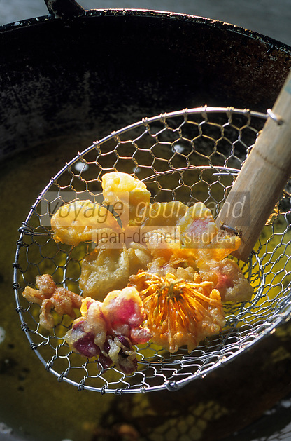 "Asie/Thaïlande/Chiang Mai : Beignets de fleurs au wok - Recette du ""Dok Mai & Sai Mok Restaurant"""
