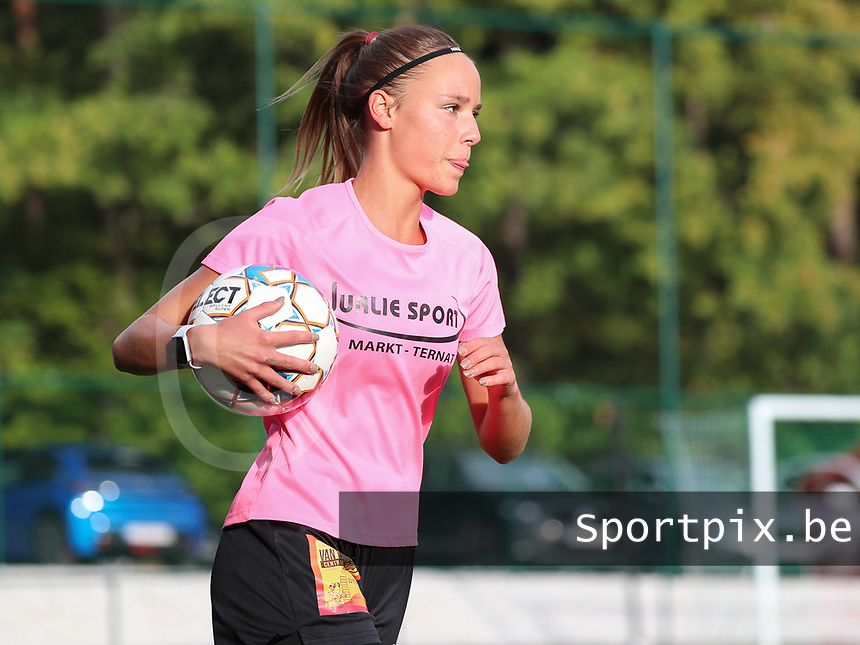 Aalst's Daisy Boudewijns (30) pictured during the warm up before a female soccer game between Oud Heverlee Leuven and Eendracht Aalst Ladies  on the third matchday of the 2020 - 2021 season of Belgian Womens Super League , Sunday 4 th of October 2020  in Heverlee , Belgium . PHOTO SPORTPIX.BE | SPP | SEVIL OKTEM