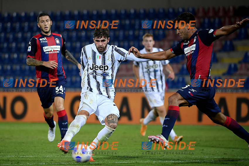 Manolo Portanova of Juventus FC and Lisandro Magallan of FC Crotone compete for the ball during the Serie A football match between FC Crotone and Juventus FC at stadio Ezio Scida in Crotone (Italy), October 17th, 2020. Photo Federico Tardito / Insidefoto