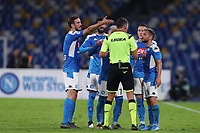Napoli players argue with referee<br />