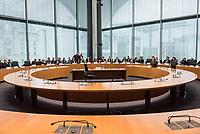 38. Sitzung des Unterausschusses des Verteidigungsausschusses des Deutschen Bundestag als 1. Untersuchungsausschuss am Donnerstag den 13. Februar 2020.<br /> In dem Untersuchungsausschuss soll auf Antrag der Fraktionen von FDP, Linkspartei und Buendnis 90/Die Gruenen der Umgang mit externer Beratung und Unterstuetzung im Geschaeftsbereich des Bundesministeriums fuer Verteidigung aufgeklaert werden. Anlass der Untersuchung sind Berichte des Bundesrechnungshofs ueber Rechts- und Regelverstoesse im Zusammenhang mit der Nutzung derartiger Leistungen.<br /> Einziger Tagesordnungspunkt war die Konstituierung des Unterausschusses als Untersuchungsausschuss.<br /> Als Zeugin war die ehemalige Verteidigungsministerin Ursula von der Leyen geladen. Die Zeugin weigerte sich in Anwesenheit von Foto- und TV-Journalisten den Sitzungssaal zu betreten. Die Journalisten mussten auf Anweisung des Ausschussvorsitzenden Hellmich den Saal verlassen.<br /> Im Bild: Der leere Zeugenplatz.<br /> 13.2.2020, Berlin<br /> Copyright: Christian-Ditsch.de<br /> [NUR FUER REDAKTIONELLE ZWECKE! Werbung nur auf Anfrage beim Fotografen. Inhaltsveraendernde Manipulation des Fotos nur nach ausdruecklicher Genehmigung des Fotografen. Vereinbarungen ueber Abtretung von Persoenlichkeitsrechten/Model Release der abgebildeten Person/Personen liegen nicht vor. NO MODEL RELEASE! Don't publish without copyright Christian-Ditsch.de, Veroeffentlichung nur mit Fotografennennung, sowie gegen Honorar, MwSt. und Beleg. Konto: I N G - D i B a, IBAN DE58500105175400192269, BIC INGDDEFFXXX, Kontakt: post@christian-ditsch.de<br /> Bei der Bearbeitung der Dateiinformationen darf die Urheberkennzeichnung in den EXIF- und  IPTC-Daten nicht entfernt werden, diese sind in digitalen Medien nach §95c UrhG rechtlich geschuetzt. Der Urhebervermerk wird gemaess §13 UrhG verlangt.]