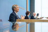Pressekonferenz am Dienstag den 2. Maerz 2021 in Berlin anlaesslich des 10. Jahrestag der Atomkatastrophe von Fukushima.<br /> Staatssekretaer Jochen Flasbarth, Bundesumweltministerium (im Bild 3.vl.); Inge Paulini, Praesidentin des Bundesamtes fuer Strahlenschutz (im Bild 2.vl.) und <br /> Wolfram Koenig, Praesident des Bundesamtes fuer die Sicherheit der nuklearen Entsorgung (im Bild 1.vl.) berichteten in der Bundespressekonfernz ueber die Konsequenzen die in Deutschland aus der Katastrophe gezogen wurden und weiterhin gezogen werden muessen.<br /> 2.3.2021, Berlin<br /> Copyright: Christian-Ditsch.de