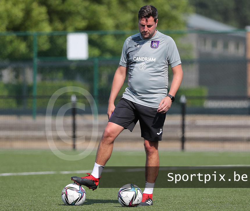 goalkeeper trainer Franck Boeckx of Anderlecht pictured during the warm up before a friendly soccer game between K Londerzeel SK and RSC Anderlecht Reserves during the preparations for the 2021-2022 season , on Wednesday 21st of July 2021 in Londerzeel , Belgium . PHOTO SEVIL OKTEM | SPORTPIX