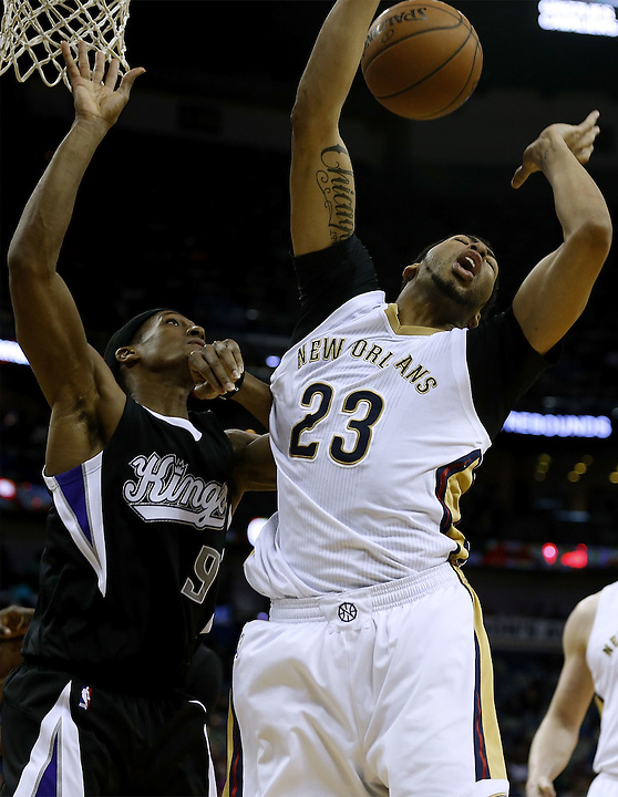 NEW ORLEANS, LA - MARCH 07:  Anthony Davis #23 of the New Orleans Pelicans drives against Rajon Rondo #9 of the Sacramento Kings during the second half of a game against the Sacramento Kings at Smoothie King Center on March 7, 2016 in New Orleans, Louisiana. The Pelicans won 115-112. NOTE TO USER: User expressly acknowledges and agrees that, by downloading and or using this photograph, User is consenting to the terms and conditions of the Getty Images License Agreement.  (Photo by Jonathan Bachman/Getty Images)