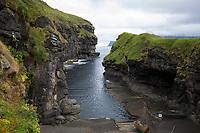 Gjógv, Gjov, Gjogv, Felsspalte bildet einen kleinen natürlichen Hafen, Naturhafen, Ort, Ortschaft, Stadt, an der Nordostküste Eysturoys, Färöer, Färöer-Inseln, Färöer Inseln, Faroe, Faeroe Islands, Les Îles Féroé, Nordatlantik, Atlantik, Atlantischer Ozean