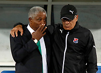 MANIZALES -COLOMBIA, 22-07-2017. Francisco Maturana director técnico del Once Caldas dialoga con su contrincante Juan José Peláez director técnico del Independiente Medellín. Acción de juego entre los equipos Once Caldas e Independiente Medellín  durante encuentro  por la fecha 4 de la Liga Aguila II 2017 disputado en el estadio Palogrande de Manizalez./  Francisco Maturana coach of Once Caldas and Juan Jose Pelaez coach of Independiente Medellin . Action game between Once Caldas and Independiente Medellin during match for the date 4 of the Aguila League II 2017 played at Palogrande stadium in Manizalez . Photo:VizzorImage / Santiago Osorio  / Contribuidor