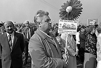 - Praga, Repubblica Ceca (allora Cecoslovacchia), parata per il 1° maggio 1988, festa del lavoro<br /> <br /> - Prague, Czech Republic (then Czechoslovakia), parade on 1 May 1988, the labor feast