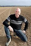 Foto: VidiPhoto<br /> <br /> RANDWIJK – Portret van biologisch-dynamisch akkerbouwer André Jurrius uit Randijk in de Betuwe. André Jurrius is een van de initiatiefnemers van het telen van witte lupine, een duurzame en eiwitrijke vervanger van soja.
