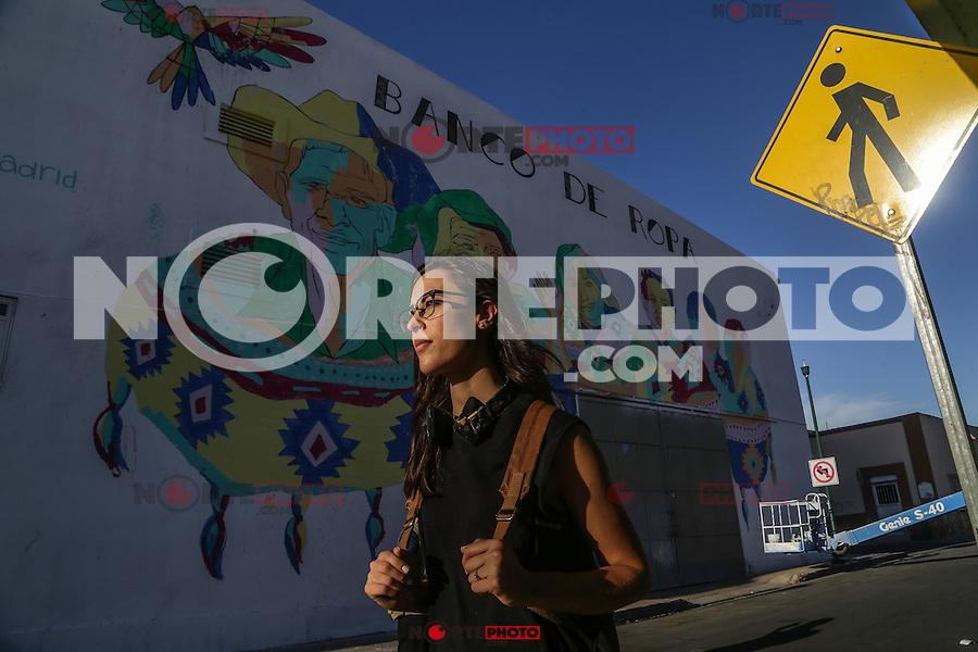 portrait on the street and on a crane to young painter and muralist Marisol Chacón Gutiérrez, participant of the mural project in the historic center of the city of Hermosillo with a work on the Banco de Ropa building on Calle Obregón. Downtown of Hermosillo on April 4, 2016. (Photo: Luis Gutiérrez / NortePhoto.com)<br /> <br /> retrato en la calle y sobre una grua a joven pintora y muralista Marisol Chacón Gutiérrez, participante del proyecto de murales de en centro histórico de la ciudad de Hermosillo con una obra sobre el edificio del Banco de Ropa sobre en calle Obregón. Centro de Hermosillo a 4 abril 2016.(Foto: Luis Gutiérrez/NortePhoto.com)
