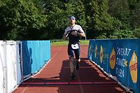 Tobias Matthäi kommt ins Ziel - Mörfelden-Walldorf 18.07.2021: MoeWathlon