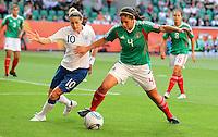 Wolfsburg , 270611 , FIFA / Frauen Weltmeisterschaft 2011 / Womens Worldcup 2011 , Gruppe B  ,  .England - Mexico .Kelly Smith (England) gegen Alina Garciamendez (Mexico) .Foto:Karina Hessland .