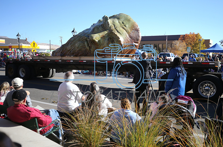"""Mischell Riley's """"Inside the Mind of daVinci"""" sculpture moves down Carson Street during the 79th Nevada Day parade in Carson City, Nev., on Saturday, Oct. 28, 2017. <br /> Photo by Cathleen Allison/Nevada Momentum"""