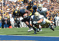 Shane Vereen runs in for the touchdown. The University of California Berkeley Golden Bears defeated the UC Davis Aggies 52-3 in their home opener at Memorial Stadium in Berkeley, California on September 4th, 2010.
