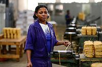 TANZANIA Tanga, Sisal industry, Tancord 1998 Ltd., processing of sisal fibres to yarn rope mat carpet , yarn and rope section/ TANSANIA Tanga, Sisal Industrie, Tancord ein Unternehmen der Katani Gruppe  Verabeitung der Sisalfaser zu Garn und Seil