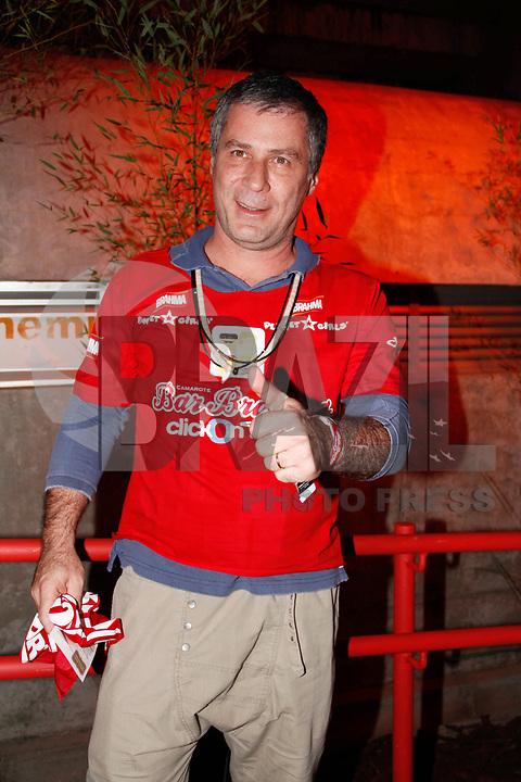 SÃO PAULO, SP, 06 DE MARÇO DE 2011 - CARNAVAL - CAMAROTE BAR BRAHMA - O ator Leopoldo Pacheco no camarote Brahma durante o segundo dia dos desfiles das escolas do Grupo Especial de São Paulo, no Sambódromo do Anhembi, zona norte da capital paulista, na madrugada deste domingo (06). (FOTO: AMAURI NEHN / NEWS FREE).