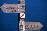 Europe/France/Bretagne/22/Côtes d'Armor/Cap Fréhel: Détail du panneau signalant le fort la Latte sur le sentier des Douaniers GR 34
