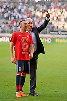 07.04.2018, Football 1. Bundesliga 2017/2018, 29.  match day, FC Augsburg - FC Bayern Muenchen, in WWK-Arena Augsburg. FC Bayern ist   dem 3:1 Sieg Germanr Football Meister 2018,   Schlusspfiff wird bei den Fans in Kurve gecelebrates, Trainer Jupp Heynckes (FC Bayern Muenchen) celebrates and Franck Ribery (FC Bayern Muenchen). *** Local Caption *** © pixathlon<br /> <br /> Contact: +49-40-22 63 02 60 , info@pixathlon.de