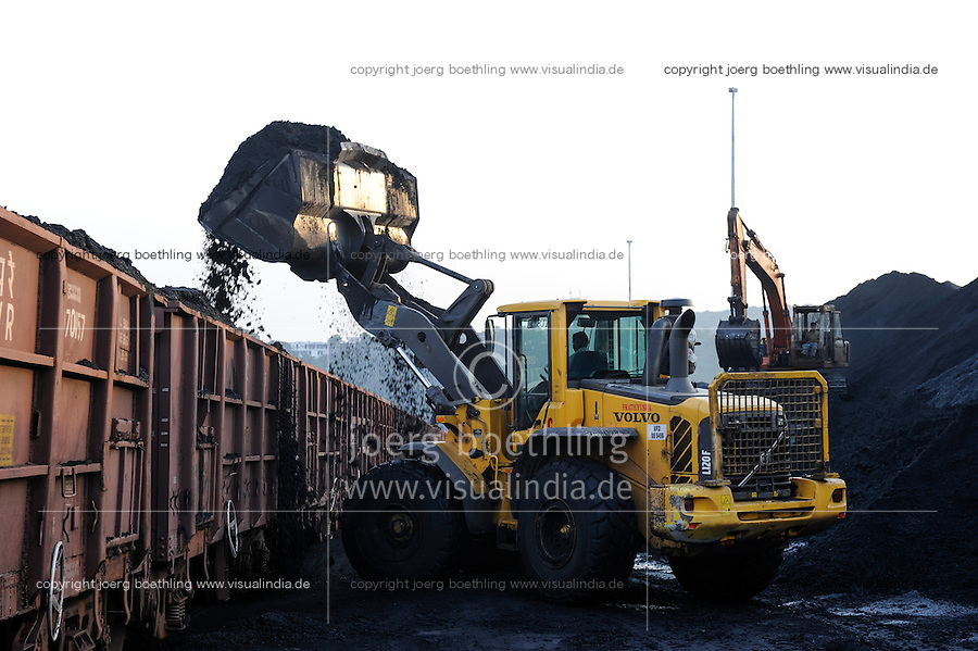INDIA Andhra Pradesh, Visakhapatnam, loading of imported coal from Australia on railway wagon for transport to steel plants
