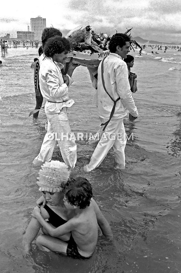 Festa de Iemanjã na Praia Grande, Santos. São Paulo. 1977. Foto de Juca Martins.