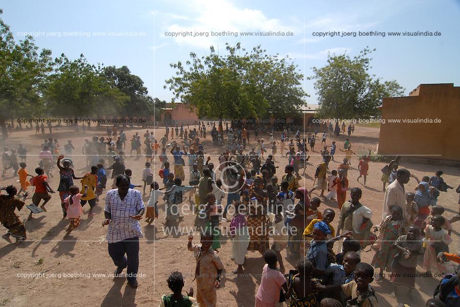 MALI, school in village Sido / Mali, Schule des Dorf Sido, Schulhof