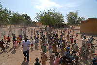 "Afrika Mali Kinder in einer Schule - Bildung xagndaz | .Western Africa Mali children in school - education .| [ copyright (c) Joerg Boethling / agenda , Veroeffentlichung nur gegen Honorar und Belegexemplar an / publication only with royalties and copy to:  agenda PG   Rothestr. 66   Germany D-22765 Hamburg   ph. ++49 40 391 907 14   e-mail: boethling@agenda-fototext.de   www.agenda-fototext.de   Bank: Hamburger Sparkasse  BLZ 200 505 50  Kto. 1281 120 178   IBAN: DE96 2005 0550 1281 1201 78   BIC: ""HASPDEHH"" ,  WEITERE MOTIVE ZU DIESEM THEMA SIND VORHANDEN!! MORE PICTURES ON THIS SUBJECT AVAILABLE!!  ] [#0,26,121#]"
