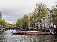 Ausflugsboot in Herengracht, Amsterdam, Provinz Nordholland, Niederlande<br /> pleasure boot at Herengracht, Amsterdam, Province North Holland, Netherlands