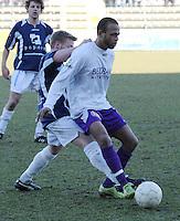 SWI Harelbeke - BS Poperinge ..Ferdinand Carlier aan de bal met de opjagende Tim Deruyter (links) achter zich...foto VDB / BART VANDENBROUCKE