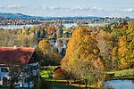 Deutschland, Oberbayern, Landkreis Garmisch-Partenkirchen, im Pfaffenwinkel: Herbststimmung am Staffelsee bei Murnau | Germany, Upper Bavaria, district Garmisch-Partenkirchen: autumn scenery at Staffel Lake near Murnau