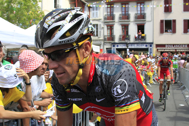 Lance Armstrong (USA) Team Radioshack arrives at sign on before the start of Stage 18 of the 2010 Tour de France running 198km from Salies-de-Bearn to Bordeaux, France. 23rd July 2010.<br /> (Photo by Eoin Clarke/NEWSFILE).<br /> All photos usage must carry mandatory copyright credit (© NEWSFILE | Eoin Clarke)