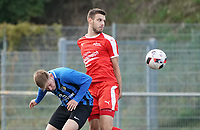 Daniel Heinz (Büttelborn) schirmt den Ball ab - Büttelborn 03.10.2019: SKV Büttelborn vs. FSG Riedrode, Gruppenliga Darmstadt