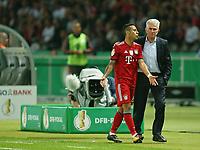 19.05.2018, Football DFB-Pokal Finale 2018, FC Bayern Muenchen - Eintracht Frankfurt, Olympiastadium in Berlin.  Thiago Alcantara (Bayern Muenchen) and Trainer Jupp Heynckes (Bayern Muenchen)  *** Local Caption *** © pixathlon<br /> <br /> Contact: +49-40-22 63 02 60 , info@pixathlon.de