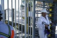SUDAFRICA - Kimberley, miniera di diamanti di Bultfontein ( Miniere De Beers): un tecnico all' entrata con i tornelli.
