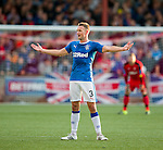 Clint Hill communicating with his team mates