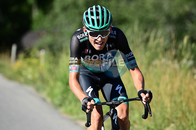 Lennard Kamnä (GER) Bora-Hansgrohe launches an attack from the breakaway during Stage 4 of Criterium du Dauphine 2020, running 157km from Ugine to Megeve, France. 15th August 2020.<br /> Picture: ASO/Alex Broadway | Cyclefile<br /> All photos usage must carry mandatory copyright credit (© Cyclefile | ASO/Alex Broadway)