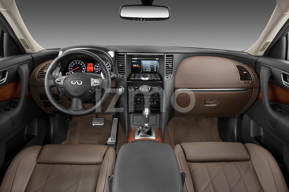 Straight dashboard view of a 2009 Infiniti FX50.