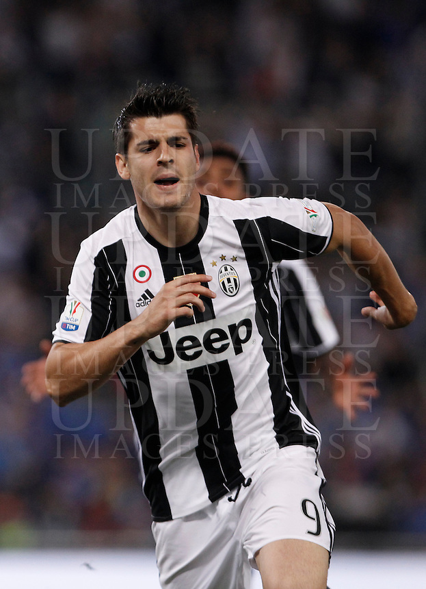 Calcio, finale Tim Cup: Milan vs Juventus. Roma, stadio Olimpico, 21 maggio 2016.<br /> Juventus' Alvaro Morata celebrates after scoring the winning goal in the extra time of the Italian Cup final football match between AC Milan and Juventus at Rome's Olympic stadium, 21 May 2016. Juventus won 1-0.<br /> UPDATE IMAGES PRESS/Isabella Bonotto