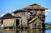 Asie/Birmanie/Myanmar/Plateau Shan/Ywathit: Lac Inle - Habitat sur pilotis