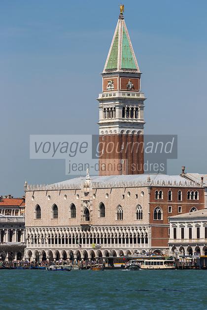 Venise:  le Palais des Doges et le Campanile de Saint-Marc // Italy, Veneto, Venice: Doge's Palace and St Mark's Campanile