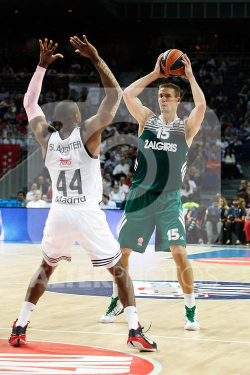 Basketball Real Madrid´s Slaughter (L) and Zalgiris Kaunas´s Javtokas during Euroleague basketball match in Madrid, Spain. October 17, 2014. (ALTERPHOTOS/Victor Blanco)