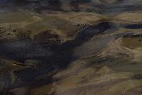A operação de salvatagem iniciada no Porto de Vila do Conde teve início hoje fazendo a contenção dos animais mortos no naufrágio do navio Haidar no Pará. Até o momento se estima haver 4000 bois dentro do navio. O gado está em decomposição e há 750 toneladas de óleo na água.<br /> Porto de Vila do Conde, Barcarena, Pará, Brasil.<br /> Foto Eduardo Kalif<br /> 10/10/2015