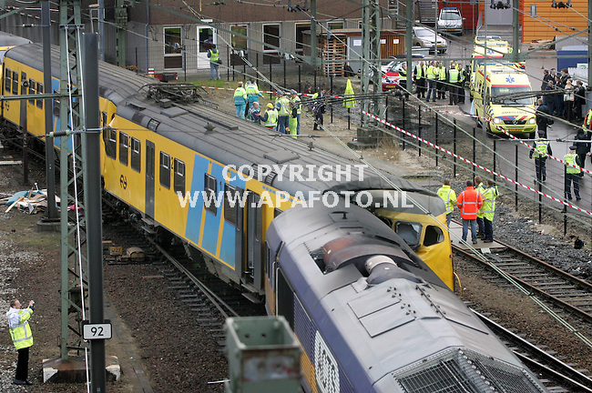 Arnhem, 211106<br />Tientalle gewonden bij een treinbotsing tussen een personen en een goederentrein op centraal statio Arnhem.<br />Foto: Sjef Prins - APA Foto