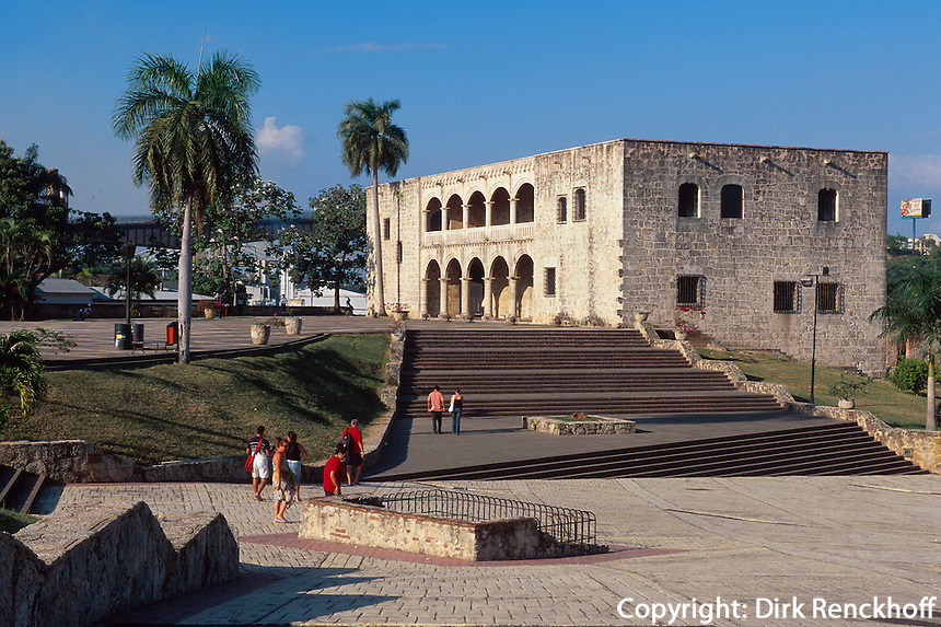 Alcazar de Colon an Plaza de la Hispanidad, erbaut 1509-1514, Santo Domingo, Dominikanische Republik, UNESCO-Weltkulturerbe