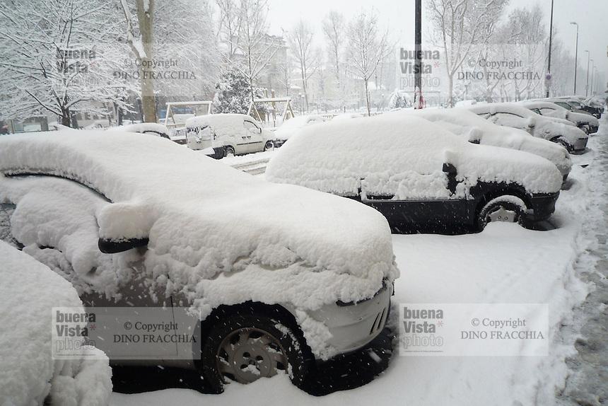 - traffic in Milan in the Snow....- traffico a Milano sotto la neve