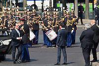 FRANCOIS HOLLANDE, MANUEL VALLS - 71EME ANNIVERSAIRE DE LA VICTOIRE DU 8 MAI 1945 - DERNIERE COMMEMORATION SOUS LE MANDAT DE FRANCOIS HOLLANDE